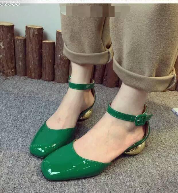Valentino凉鞋